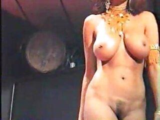 Diversión en la pista de caballos en el videos porno audio latino patio