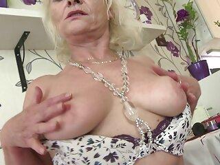 Chica grande con porno latino online Katie Montana, Maria, anal, sosteniendo una correa doble.
